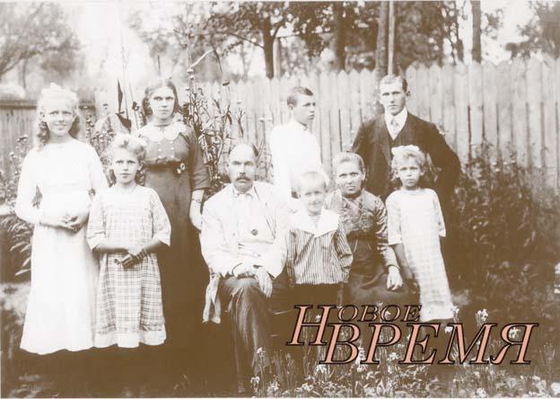 Дед В.Н.МОРОЗОВА Дементий Буланов с женой и детьми. 1913 год.