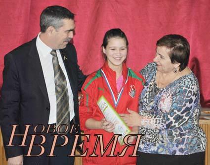 Награды победителям вручали депутат Законодательного Собрания Калужской области А.Е.КОРОТКОВ и глава района Н.Н.ГРИГОРЬЕВА.
