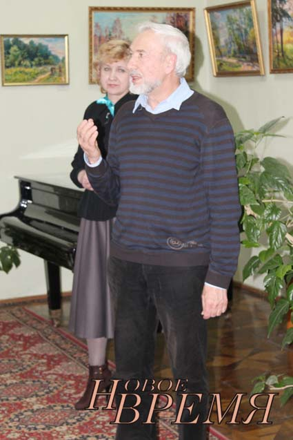Директор ДШИ им.Н.Гончаровой Н.Пиманкина представила Чингиза Казиева, сводного брата Теймура КАЗИЕВА.