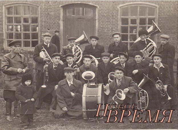 Оркестр Полотняно-Заводской бумажной фабрики, примерно 1954 год, май.