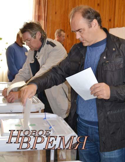 На избирательном участке в Кондровской средней школе №1 в 8 утра проголосовал глава администрации района Андрей Пичугин.