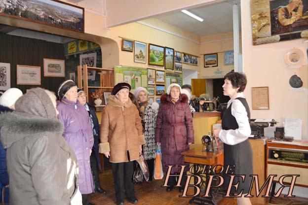 Научный сотрудник районного краеведческого музея Л.Н.КУДРИЦКАЯ помогла ветеранам совершить путешествие в историческое прошлое района и рассказала о самых интересных музейных экспозициях.
